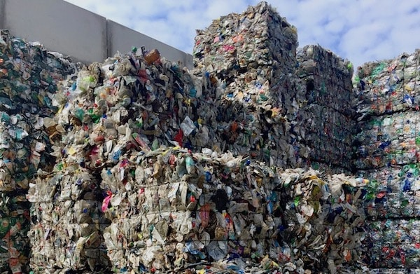 Erfolgreiches PET Schalen Recycling IK Arbeitskreis Pilotprojekt Quer