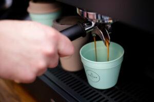 Mehrweg Kaffeebecher ReCUP Pressebild Mehrwegsystem