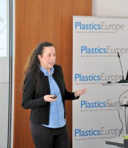 Mara Hancker beim Fachpressetag 2019 - Zirkularität bei Kunststoffen -von PlasticsEurope