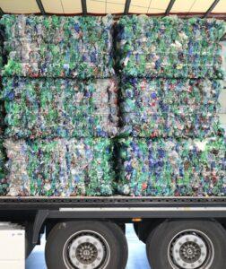 PET-Flaschen beim Rücktransport ins Recyclingwerk