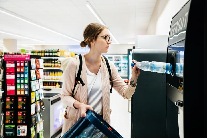 Kunststoff Wertstoffkreislauf PET Getraenke Flasche Entsorgung Recycling