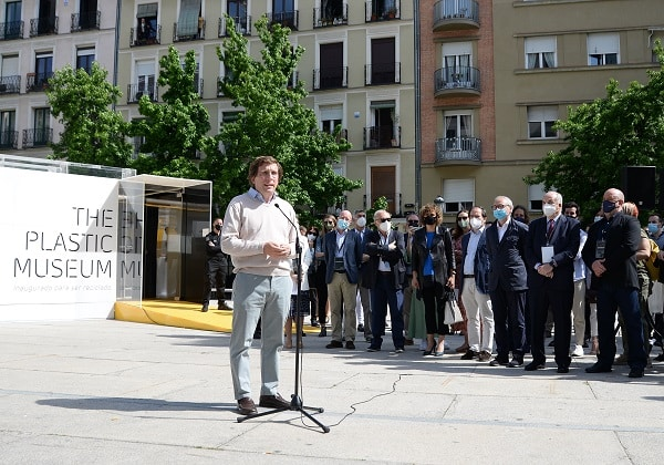 Title photo: Inauguration of the Plastic Museum in Madrid
