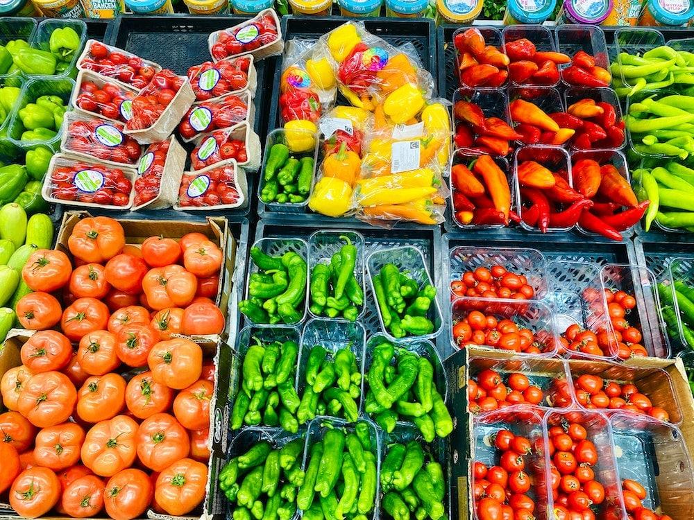 Lebensmittelverschwendung - PET-Schalen für sicheren Transport und Schutz von Gemüse